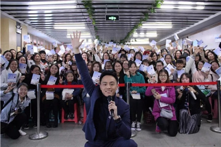 青年作家刘同石家庄站击掌签名会 与青春和未来 Have Five!